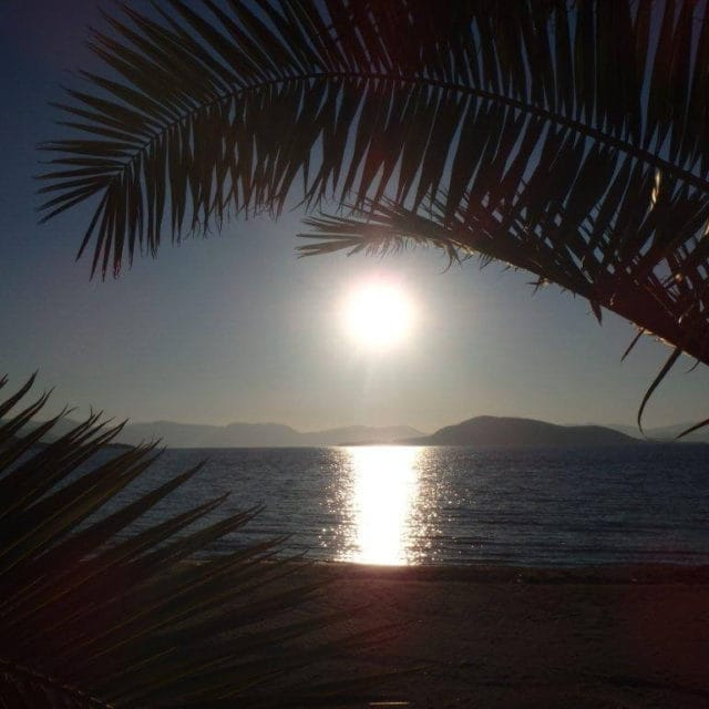 Villa Light Ground Floor Vrocheia Aegina - Sunset in the Beach In Front of the House